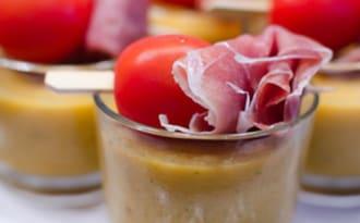 Soupe de melon à l'estragon et sa brochette au jambon serrano