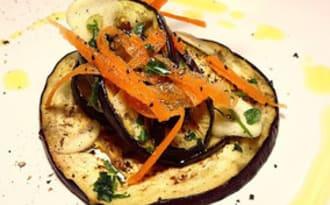 Aubergines marinées, grillées au barbecue, à la plancha