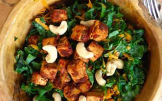 Salade de tofu tandoori, chou kale, carotte et orange