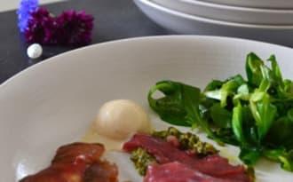 Carpaccio de magret de canard et sa boule de glace au foie gras