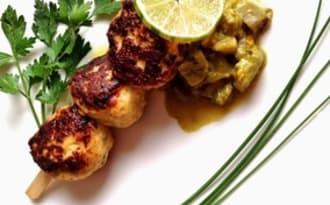 Brochettes aux saveurs exotiques et curry d' aubergines au lait de coco