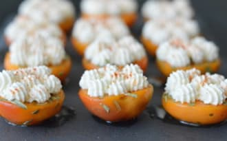 Abricots pochés au miel et leur chantilly de chèvre frais