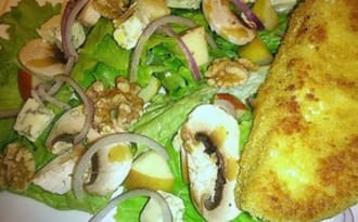 Salade Bleu d'Auvergne, pommes, champignons et son camembert frit