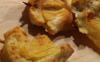 Mini brochettes apéritives au poulet, curry et ananas