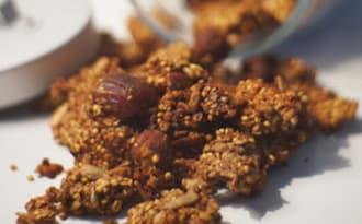 Granola au cacao et dattes