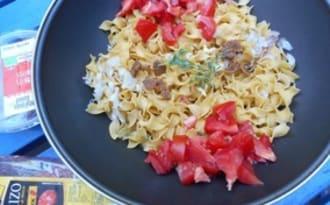 One pot pasta au chorizo, tomates séchées et poivrons