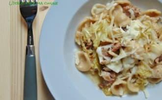 Orecchiette, saucisse, chou et stracciatella
