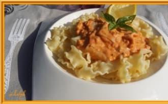 Pâtes à la crème de saumon et surimi