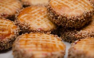 Biscuits aux graines de sésame et à la confiture