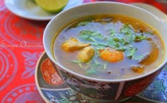 Soupe chinoise aux crevettes, poulet & vermicelles