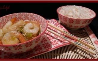 Crevettes sauce Aigre-Douce et pâte de riz.