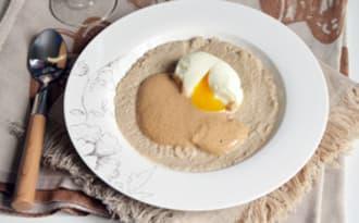 Crème de topinambours, émulsion noisettes chicorée et oeuf mollet
