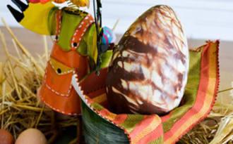 Oeuf de Pâques au chocolat marbré