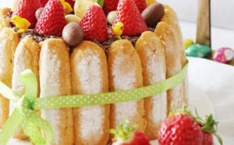 Charlotte printanière aux fraises et chocolat blanc Amandes