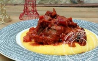 Souris d'agneau, sauce tomate et polenta