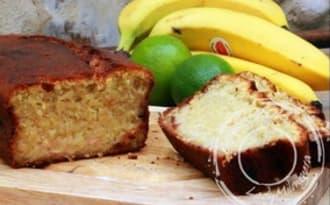 Cake à la banane, citron vert et noix de coco
