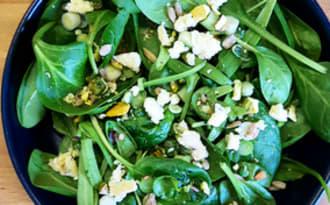 Salade de pousses d'épinards, graines, bleu des Causses