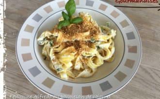 Fettucine Alfredo au parmesan de cajou et kale