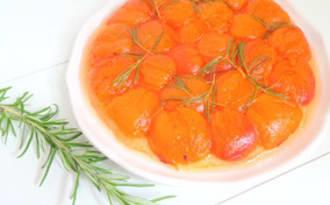 Tarte tatin aux abricots et romarin rapide
