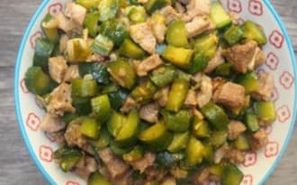 Carbonade de porc au concombre aux saveurs asiatiques