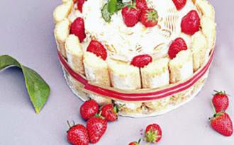 Charlotte aux fraises sans cuisson au citron et palets bretons