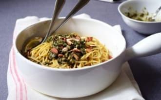 Spaghettis au pesto de menthe fraîche