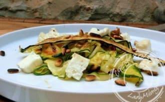 Salade de courgettes grillées, feta et pignons