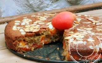Gâteau moelleux aux abricots, huile d'olive et amandes