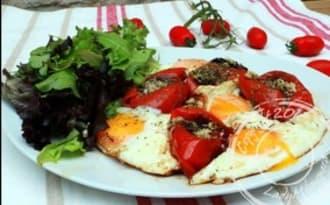 Tomates confites à l'ail et aux œufs