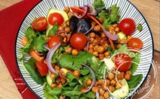 Salade de pois chiches croustillants et sa vinaigrette au citron, ail et cumin