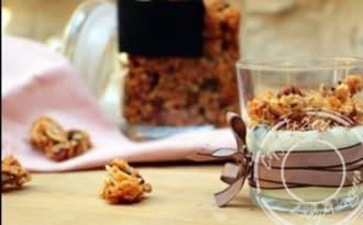 Granola croustillant aux flocons de riz, noisettes, coco et vanille