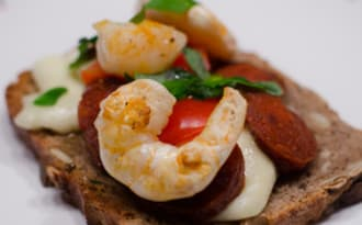 Bruschetta aux crevettes et au chorizo