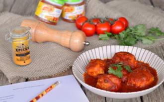 Boulettes de poulet à la sauce tomate curry coriandre