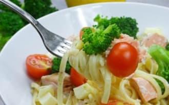 Pâtes au brocolis, saumon et tomates cerises