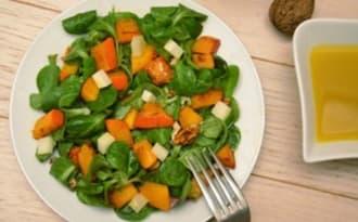 Salade de mâche, potimarron, chèvre et noix