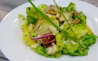 Salade d'automne aux pommes de terre, comté et fruits secs