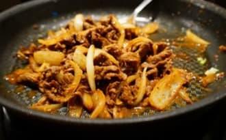 Sauté de boeuf aux oignons et Satay