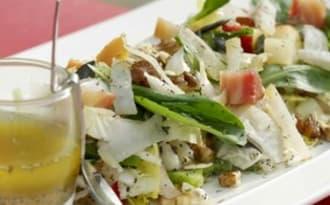 Salade acido-basique aux légumes, fruits et oléagineux de saison