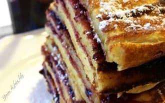 Gâteau de crêpes à la confiture de mûres façon suédoise