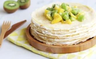 Gâteau de crêpes à la noix de coco, mangue et kiwi