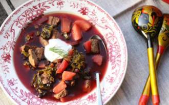 Borscht ukrainien aux pommes et aux haricots noirs