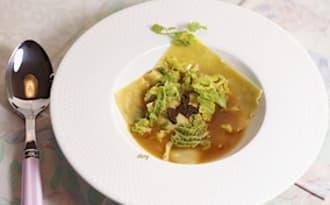 Ravioles de langoustines à la truffe et embeurrée de chou
