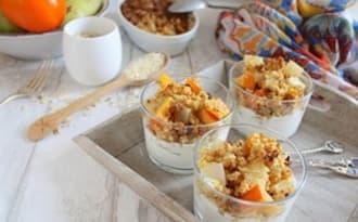 Parfaits de crumble poire et kaki aux épices et flocons de céréales