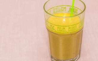 Smoothie au kiwi, orange et banane
