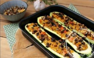 Courgettes farcies à la polenta et petits légumes