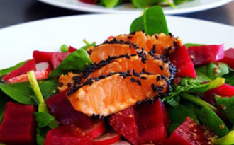 Tataki de saumon et salade vitaminée