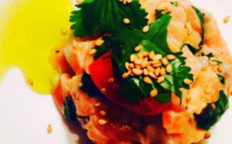 Tartare de saumon à la coriandre et aux graines de sésame
