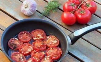 Tomates provençales à la poêle, presque confites