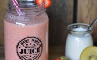 Smoothie fraise, kiwi SunGold, yaourt et graines de Chia
