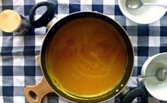 Soupe a la courge butternut, aux chataîgnes et au lard